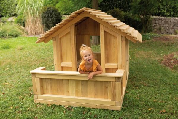 Kindergarten-Spielhaus-aus-Robinie