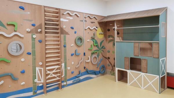 Kita-Kletterwand-für-Bewegungsraum