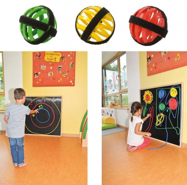 Klettboard-mit-Schnüren-und-Bällen