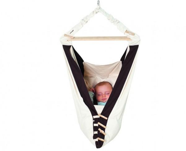 Babywiege-mit-Sicherheitsgurt