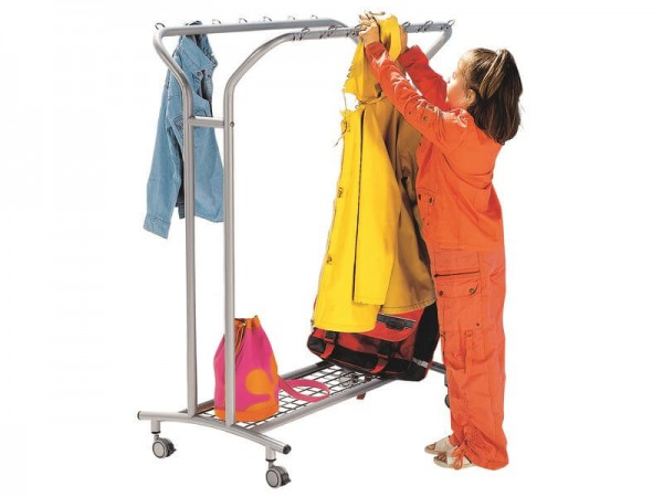 Kleiderständer-auf-Rollen